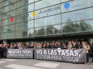 """concentración bajo el lema """"No a las tasas judiciales, justicia para todos""""."""